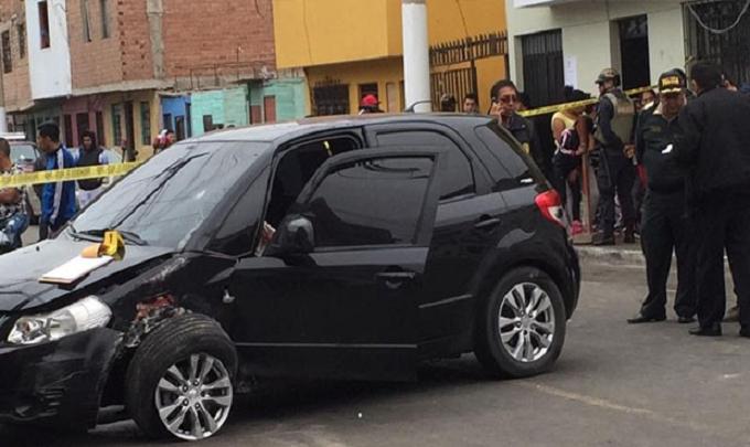 Callao: sicarios en moto balean auto dejando un muerto y un herido