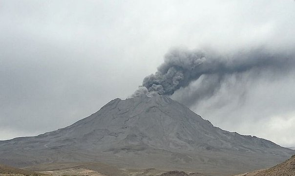 Volcán Ubinas: Ingemmet detecta cuerpo de lava en base del cráter