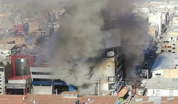 Junín: al menos cuatro heridos deja incendio en edificio comercial en Huancayo