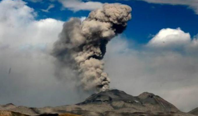 Arequipa: reportan explosión y expulsión de cenizas en volcán Sabancaya