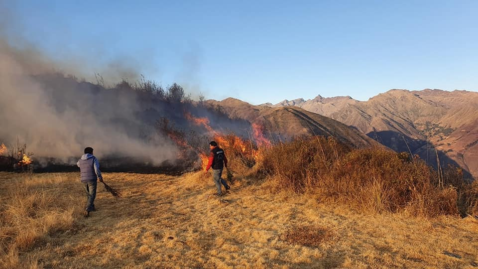 Cusco: bomberos evitan que incendio forestal destruya Conjunto Arqueológico Huchuy Qosqo