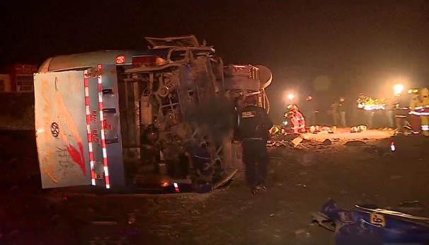 Volcadura de bus interprovincial deja 1 muerto y 15 heridos en Ancón