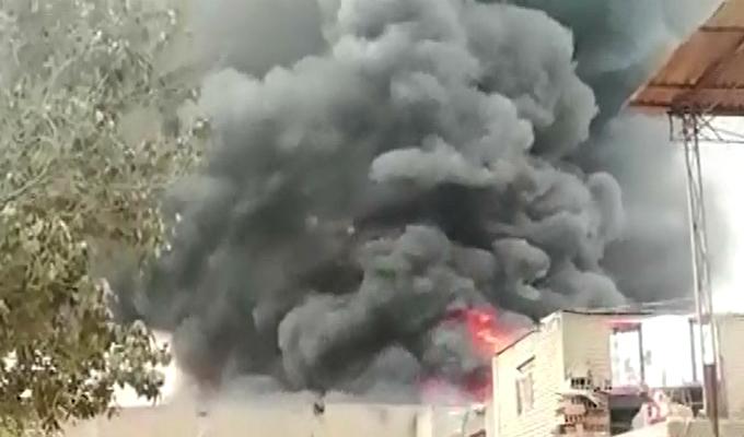 Comas: falta de agua complicó labores de bomberos en incendio