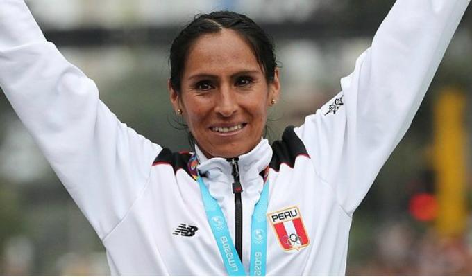 Gladys Tejeda recibió un cálido y masivo recibimiento en Junín