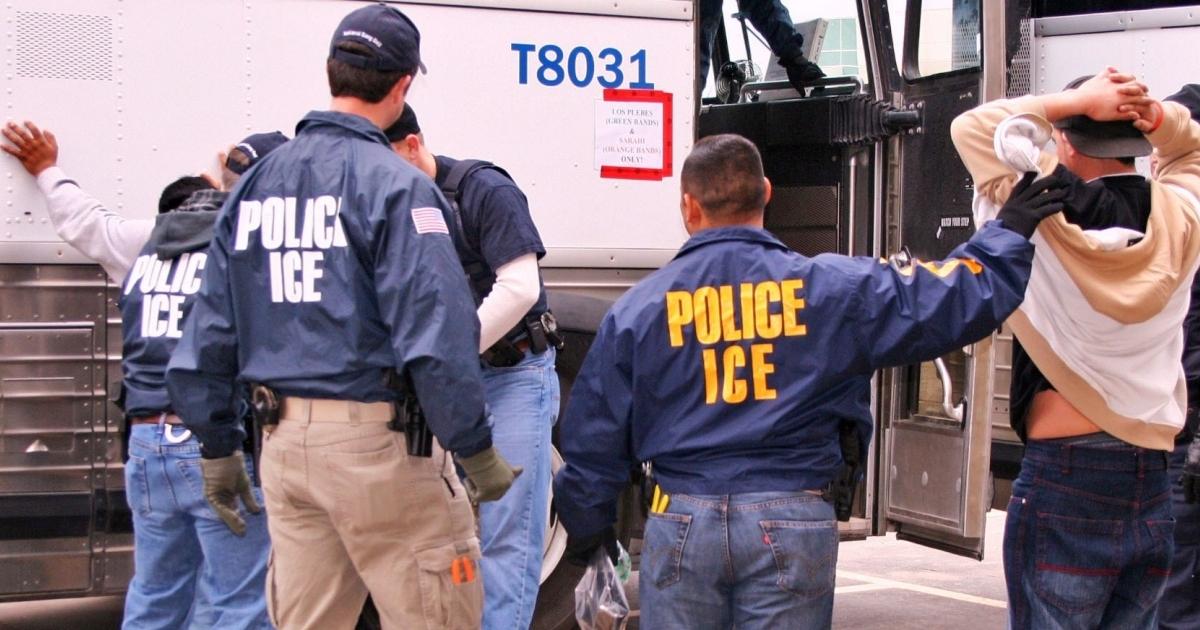 EEUU: detienen a 680 inmigrantes ilegales durante una redada en Misisipi
