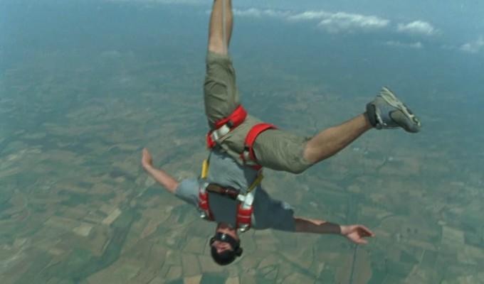 Youtuber murió al intentar grabarse saltando en paracaídas