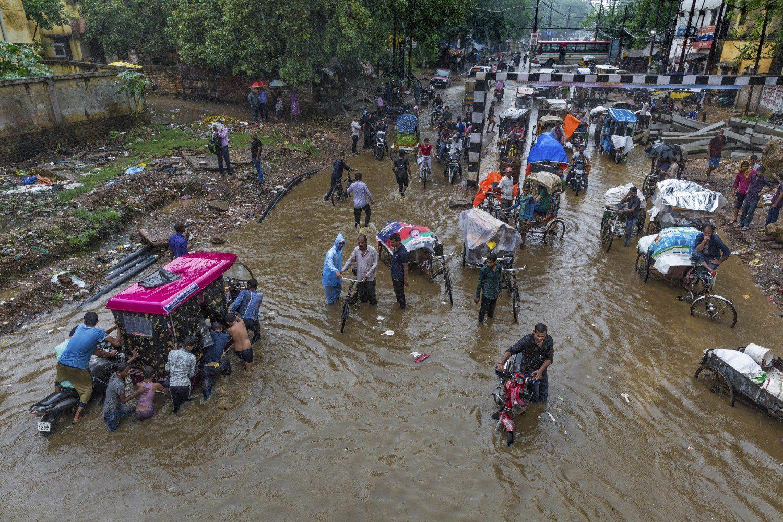 Torrenciales lluvias matan a 95 personas en la India