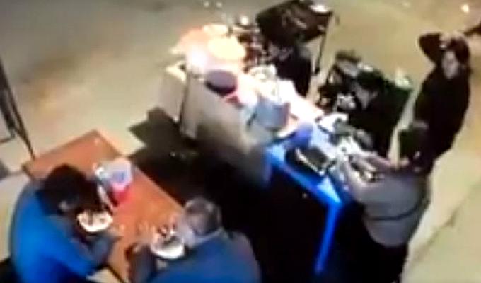Trujillo: camión impacta contra puesto de comida
