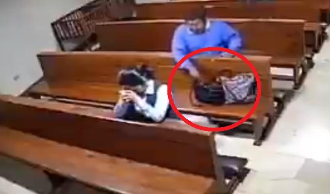 Hombre es captado robando celular dentro de iglesia