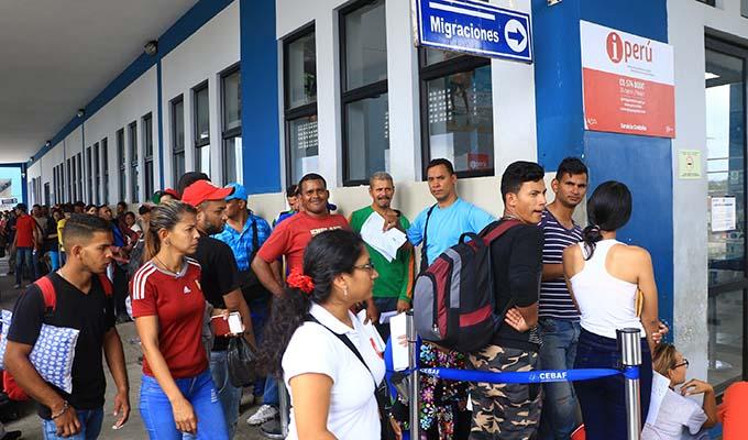 Tumbes: más de 100 niños venezolanos duermen en la frontera