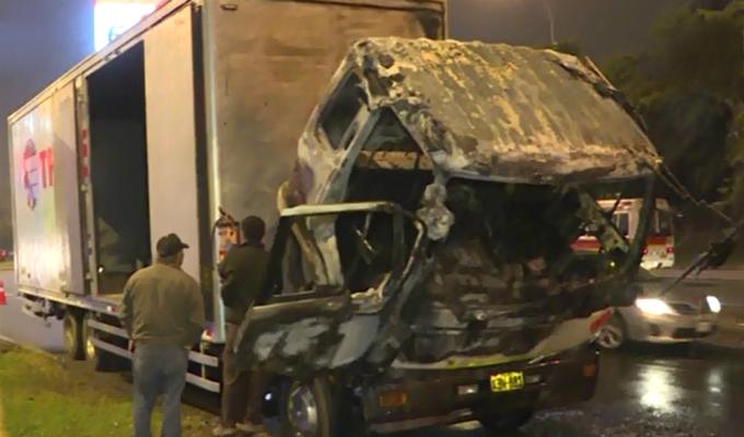 Surquillo: camión de mudanzas se incendia por corto circuito