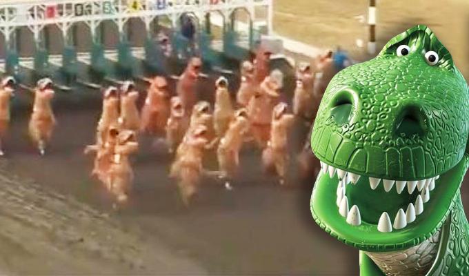 EEUU: divertida carrera de dinosaurios se vuelve furor en redes sociales