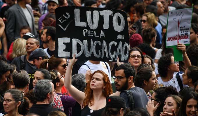 Brasil: estudiantes protestan contra plan de ajustes de presidente Bolsonaro