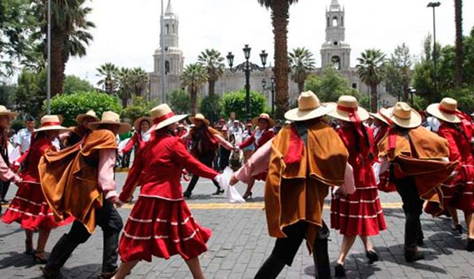Tía María: manifestantes intentan ingresar a plaza de Armas  de Arequipa