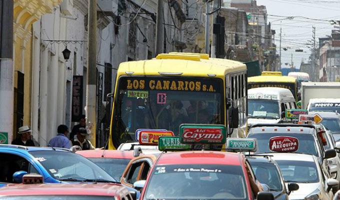 Arequipa comenzó a aplicar medida para reducir el tráfico en su casco histórico