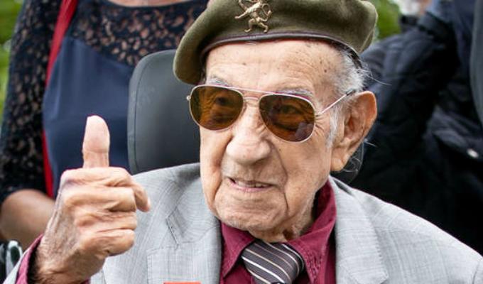 Francia: héroe peruano que participó de Desembarco de Normandía regresó tras 75 años