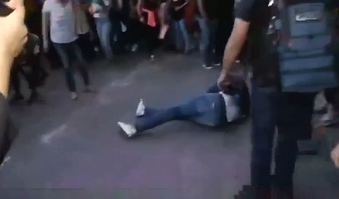 México: periodista es brutalmente agredido durante protesta