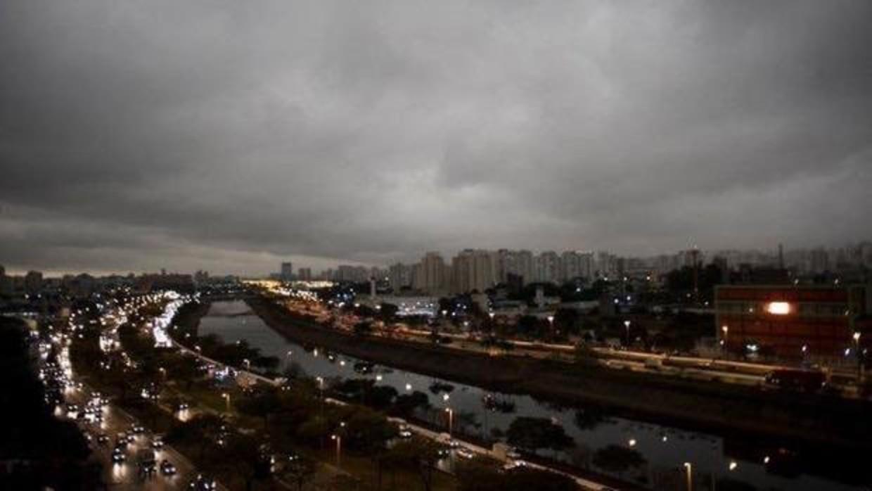 VIDEO: ciudad brasileña de Sao Paulo a oscuras por incendios forestales