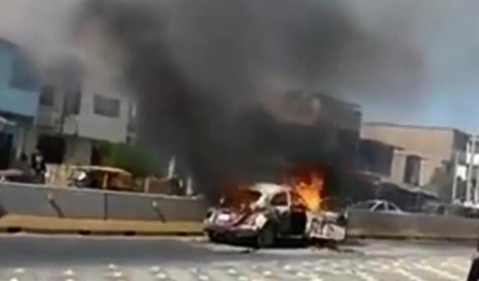 Piura: auto se incendió en plena calle | Panamericana TV - Panamericana Televisión
