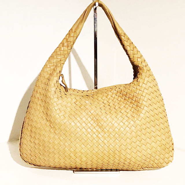 Bottega-Veneta-Hobo-Bag_246409B.jpg