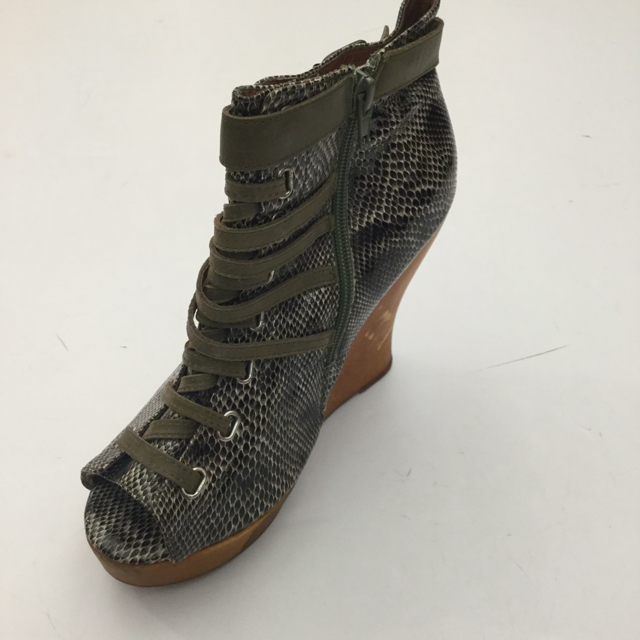 Jeffrey Campbell Size 7 US Wedge
