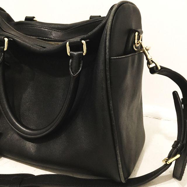 Loewe-Shoulder-Bag_98138G.jpg