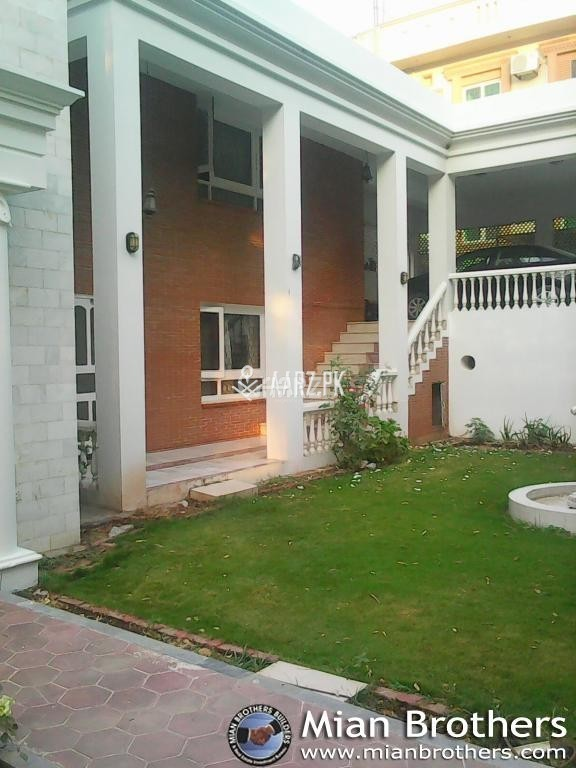 1000 Square Yard House for Rent - Corner House