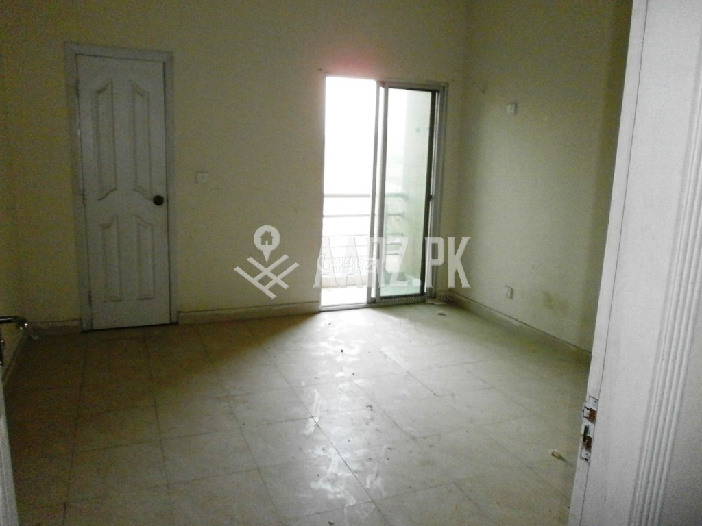 700 Square Feet Flat for Sale