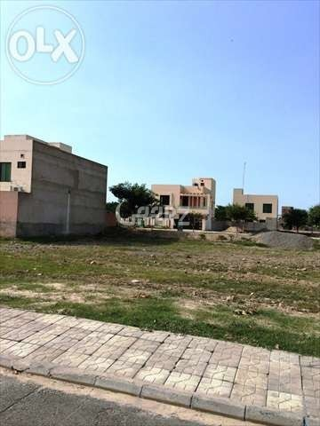 10 Marla Plot in Bahria Phase-VIII Umer Block is for Sale