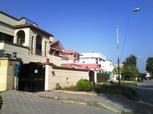 3 Bedrooms House 500 Square Yards- Ground Portion for Rent