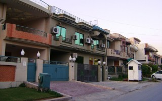 7 Bedrooms House for Rent