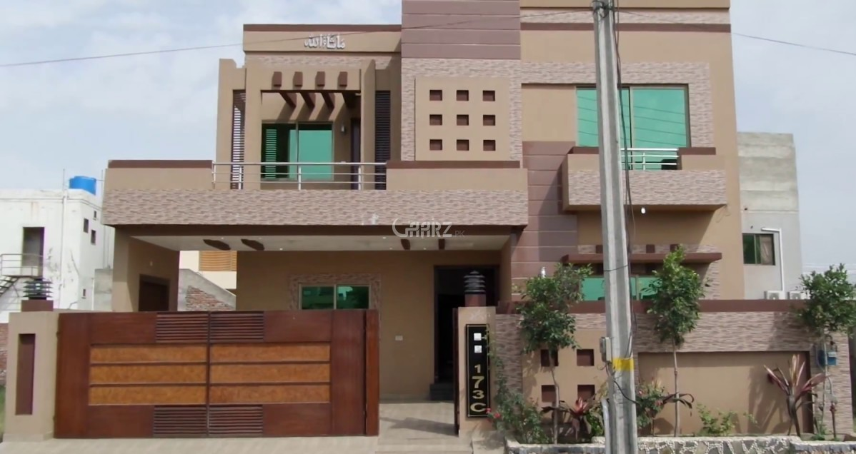 10 Marla Corner House for Sale in Lahore Iqbal Town