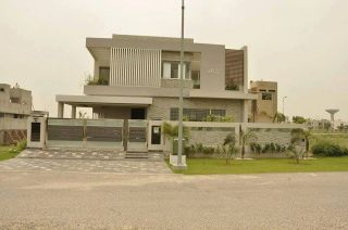 10 Marla House for Rent in Lahore Bahria Town Sector C