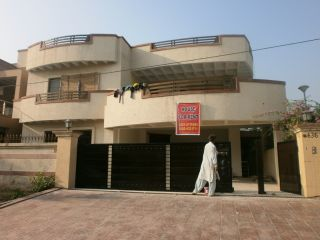 2450 Square Feet House for Rent in Islamabad F-11/2