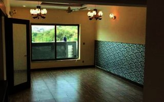 10 Marla House For Rent In Saeed Colony Faisalabad.