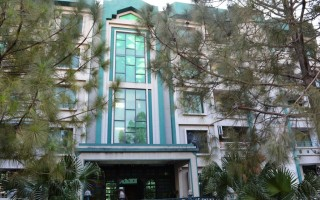 2400 Square Feet Flat for Sale