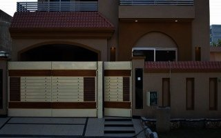 10 Marla Extra Ordinary Beautiful House For Rent in DHA 5