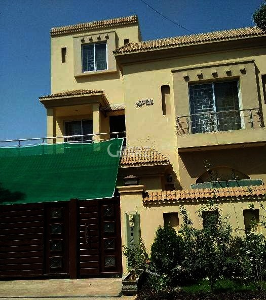 10 Marla House For Sale In Bahria Town Shaheen Block Lahore