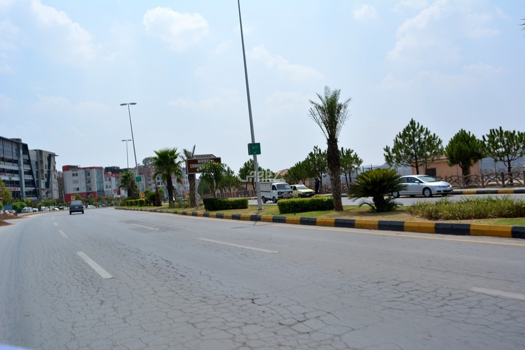 10 Marla Plot For Sale In Bahria Orchard, Lahore.