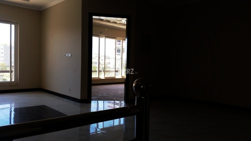 500 sq yd House for Rent in F 11/1, Islamabad.