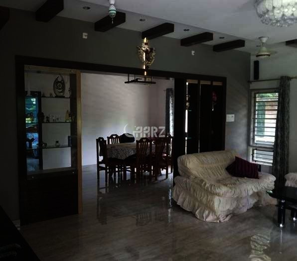 900 Square Feet Flat For Sale