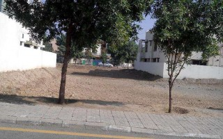 1 Kanal Plot For Sale In Bahria Town, Karachi