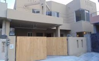 10  Marla  House  For Sale In New Garden Town,  Faislabad
