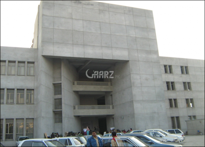 11000 Square Feet Building For Sale In Gulberg, Lahore.
