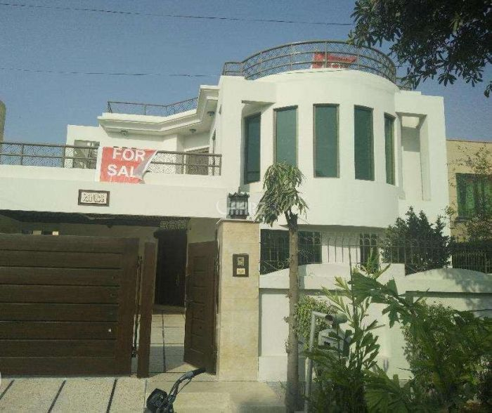 16  Marla  House  For Sale In  Khayaban Colony 2 , Faislabad
