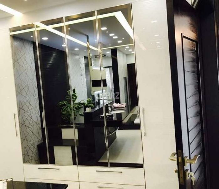 293 Square Feet Flat For Sale In Canal Road,Faislabad