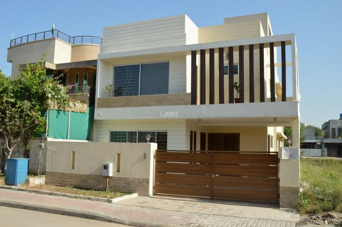 10 Marla House For Sale In DHA Main Boulevard, Lahaore