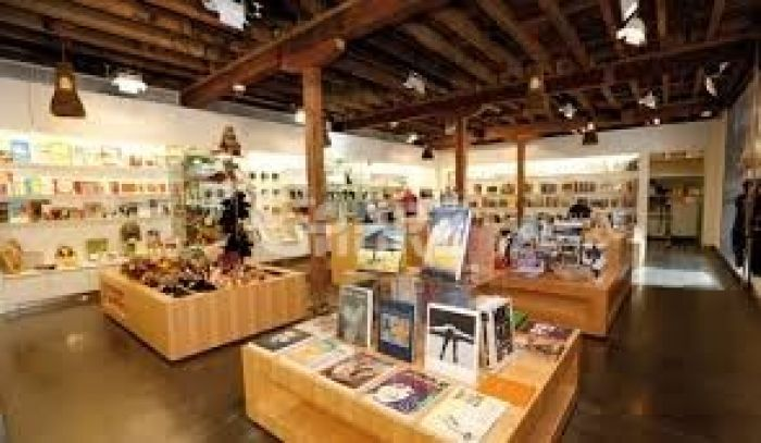 139 Square Feet Commercial Shop for Sale in Lahore Gulberg