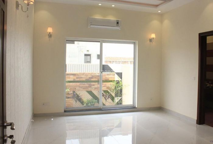 3800 Square Feet Flat For Rent