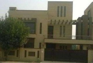1 Kanal House for Rent in G-11/1, Islamabad.